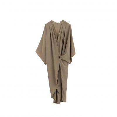 nougatfärgad sidenklänning