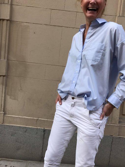 ljusblå damskjorta