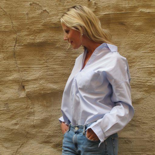 blå bomullskjorta