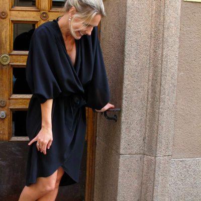 den svart klänningen