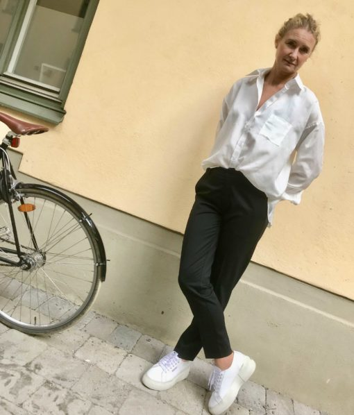 snygg vit sidenskjorta