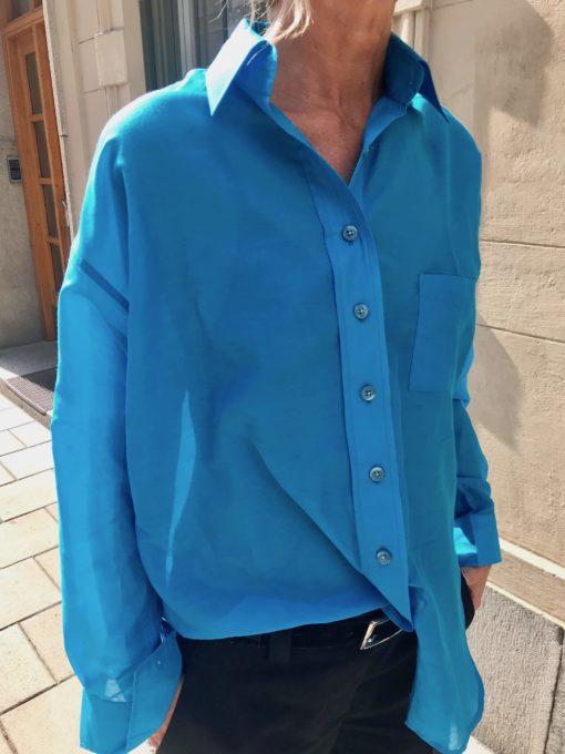 sidenskjorta i turkost