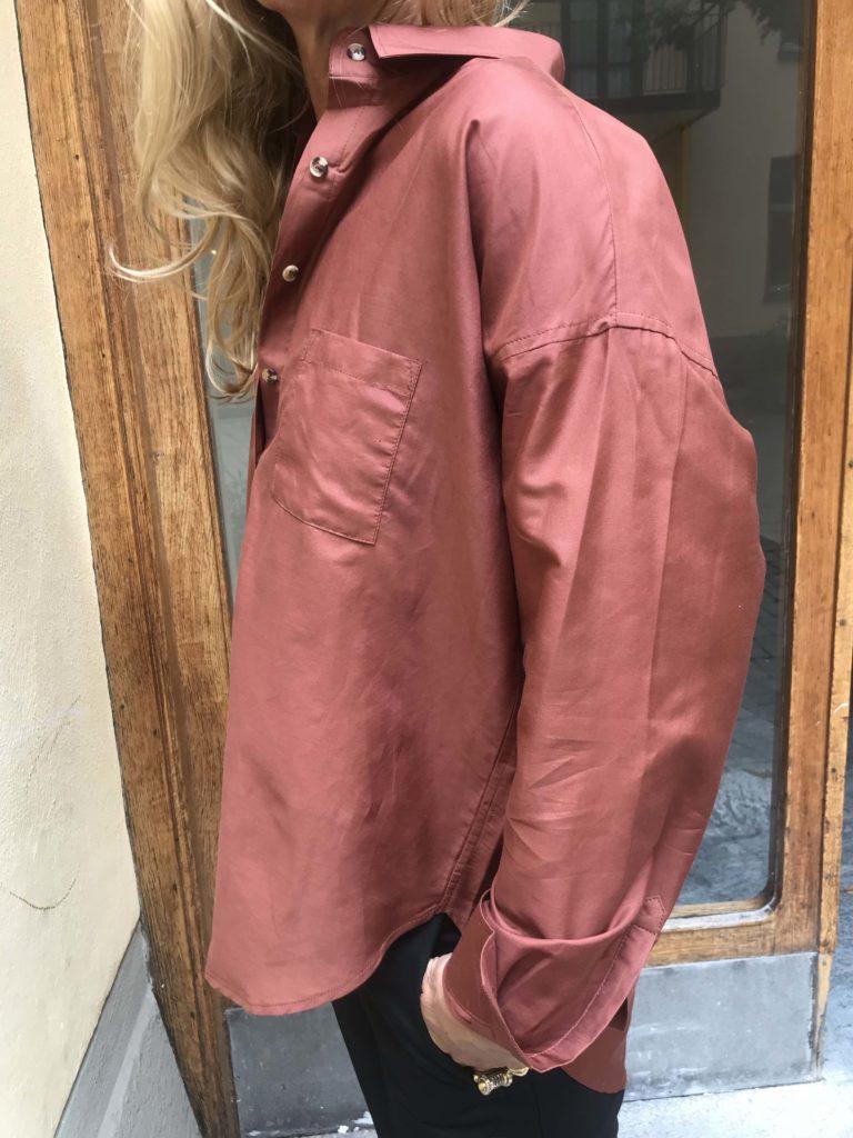 Rostbrun sidenskjorta Emilia