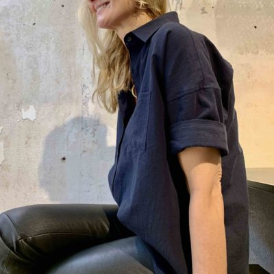 Marinblå kortärmad bomullskjorta