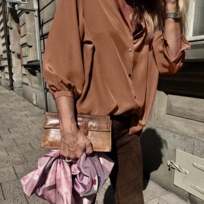 snygg sidenblus i rostbrunt