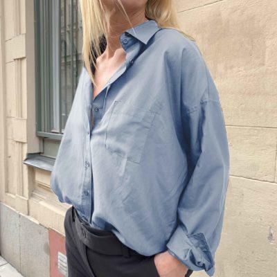 mellanblå skjorta