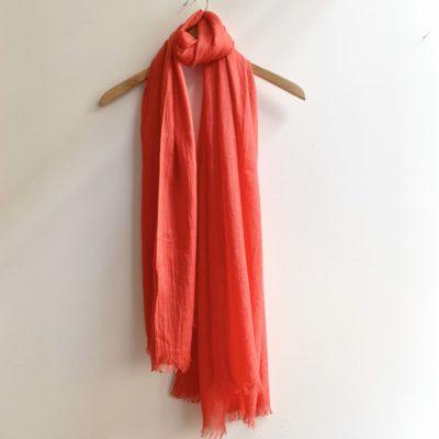 röd linne sjal