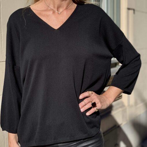 svart stickad v-ringad tröja