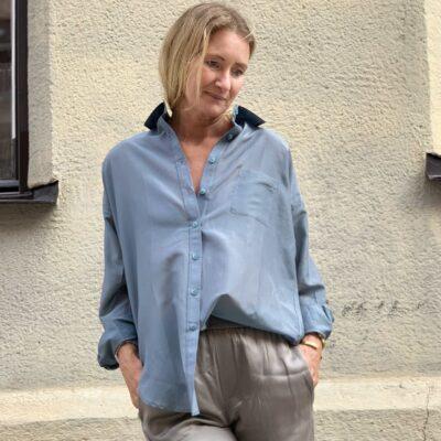 aqua färgad sidenskjorta