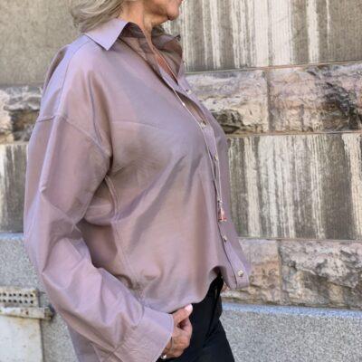 gammelrosa sidenskjorta
