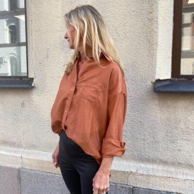 rostbrun skjorta från we two