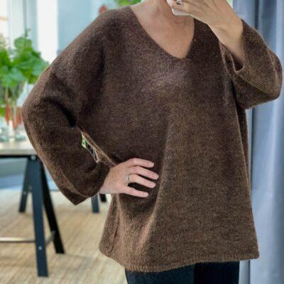 snygg brun melerad tröja