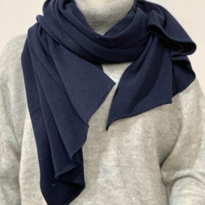 mörkblå sjal