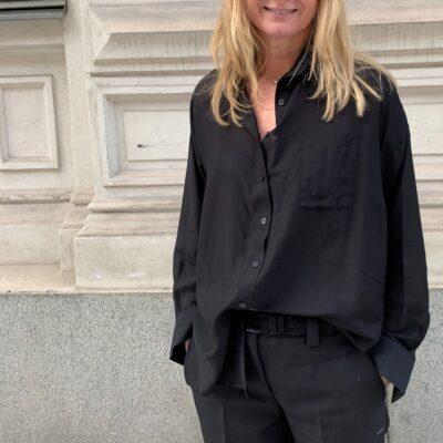 snygg svart skjorta i siden-bomull
