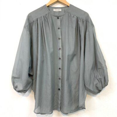 storskjorta i grågrön sidenblandning