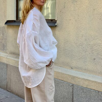 maja skjorta i linnekvalitet i vitt