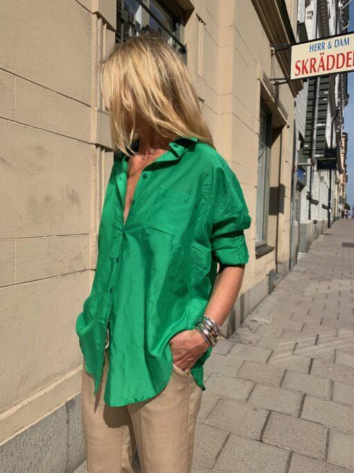 skjorta i knallgrönt