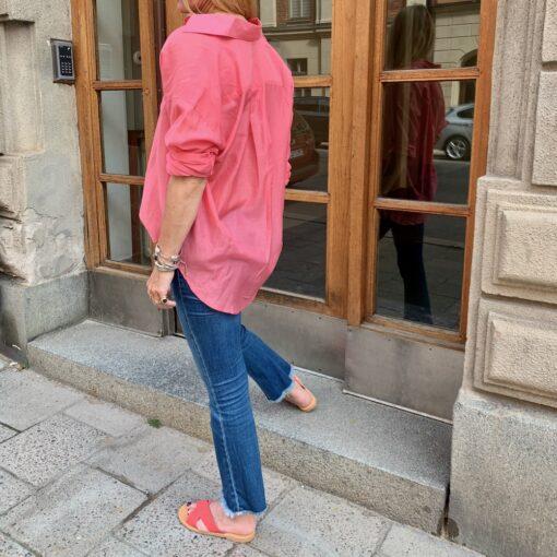 snygga detaljer bak skjorta rosa