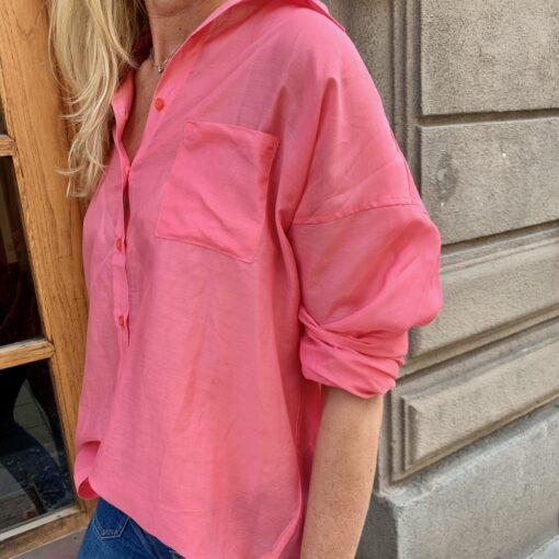 snygg rosa skjorta