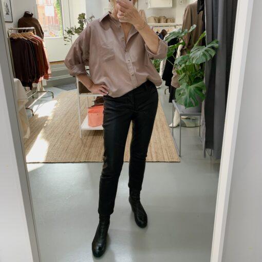 Dovt rosa sidenskjorta Emilia