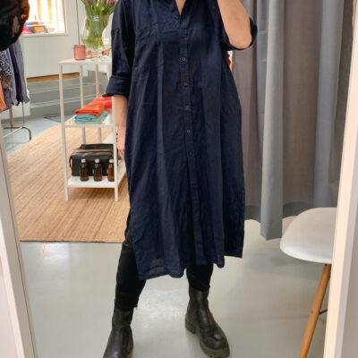 marinblå skjortklänning