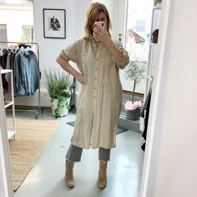 beige skjortklänning i linne