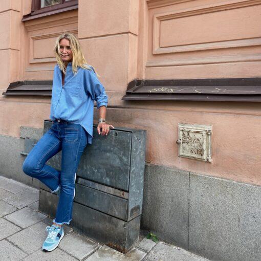 snygg blå skjorta