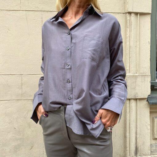 sidenskjorta i en vacker mullvadsfärg